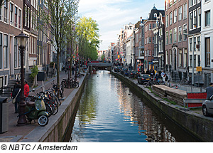 grachten in amsterdam niederlande. Black Bedroom Furniture Sets. Home Design Ideas